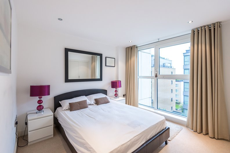 3 bedroom(s) apartment to sale in Courtyard House, Lensbury Avenue, Fulham-image 7