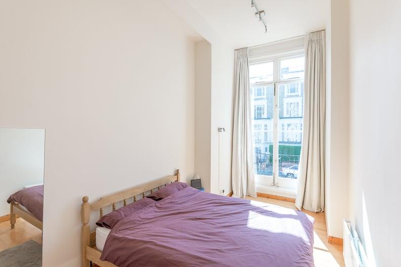 1 bedroom(s) apartment to sale in Upper Park Road, Belsize Park, London-image 3