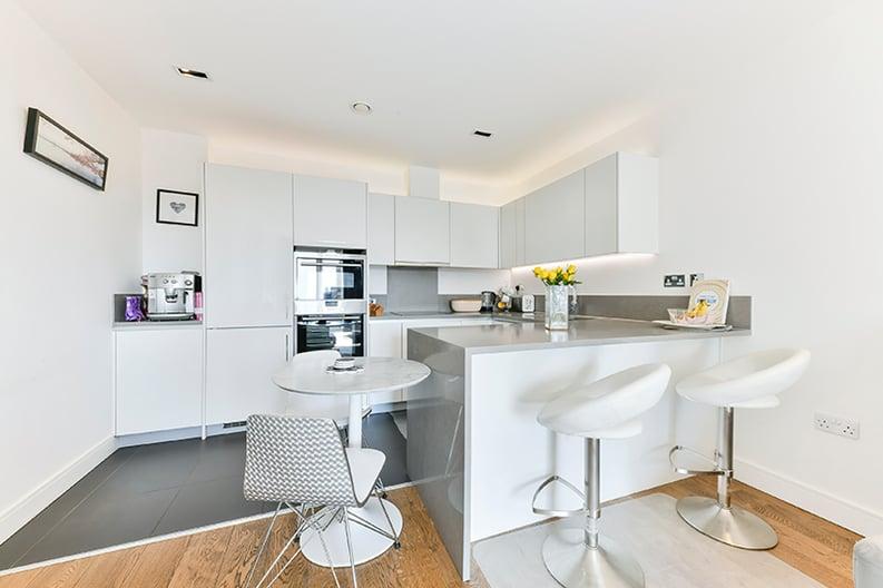 2 bedroom(s) apartment to sale in Belgravia House, Dickens Yard, Ealing, London-image 6