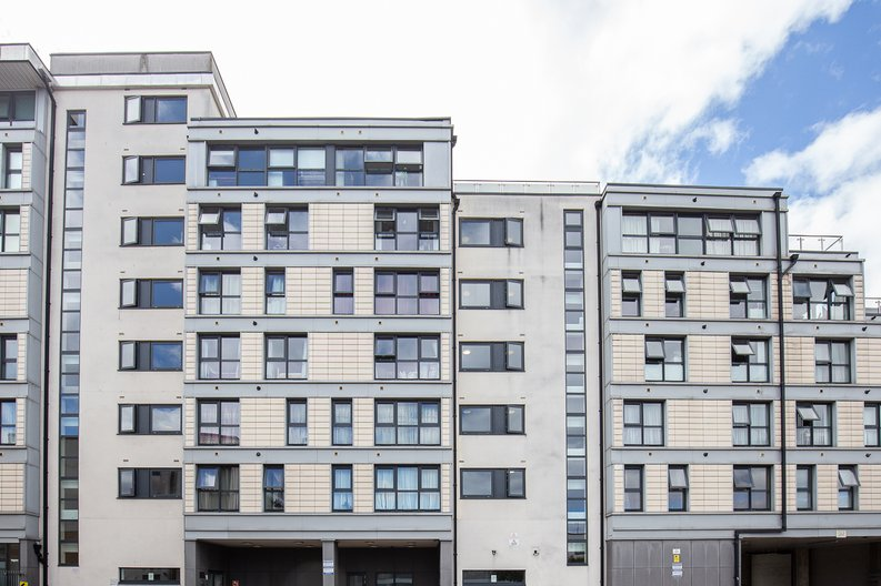 2 bedroom(s) apartment to sale in Warneford Court, 10 Mannock Close, London-image 7