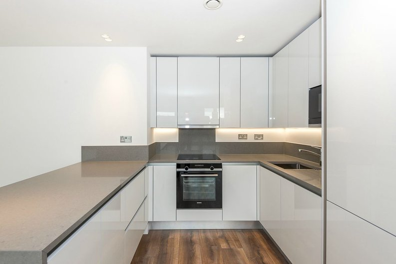 3 bedroom(s) apartment to sale in Quartz House, Dickens Yard, Ealing-image 3