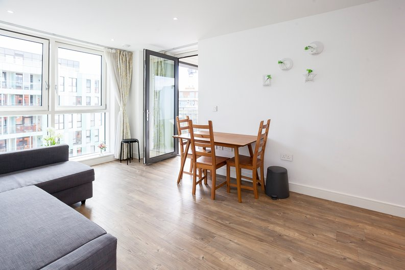 1 bedroom(s) apartment to sale in Lariat Apartments, Cable Walk, Greenwich, London-image 5