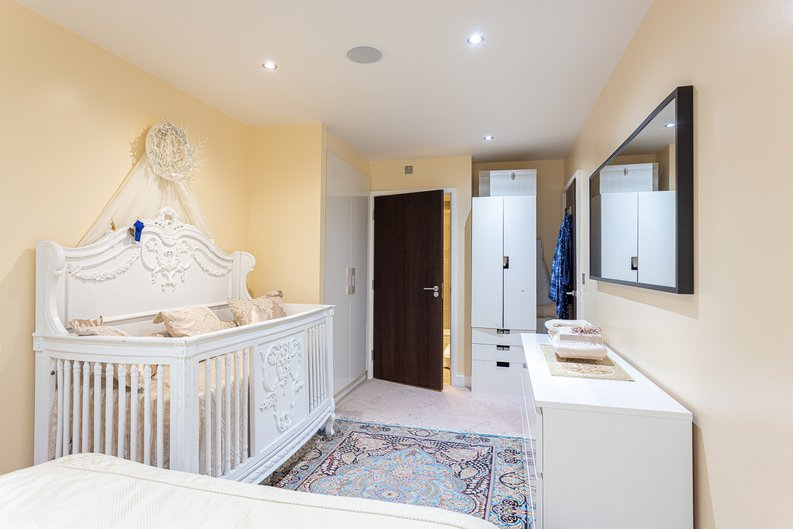 2 bedroom(s) apartment to sale in Boulevard Drive, London-image 14