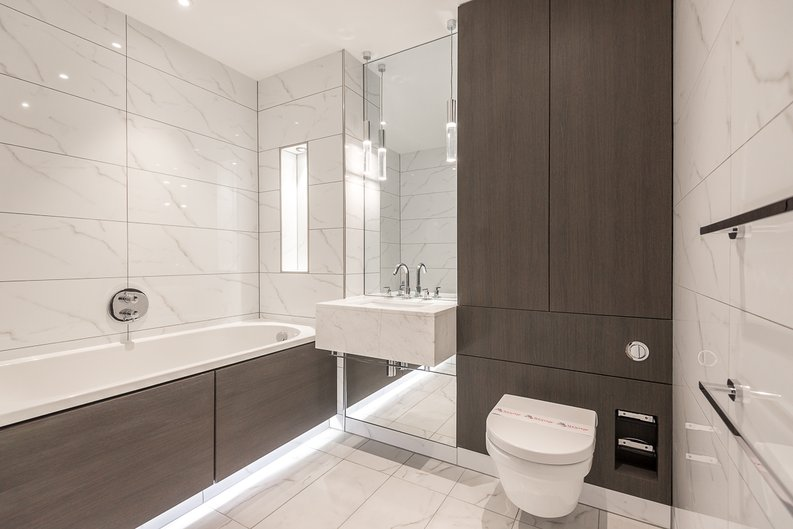 2 bedroom(s) apartment to sale in Lancaster House, Sovereign Court, Hammersmith, London-image 3