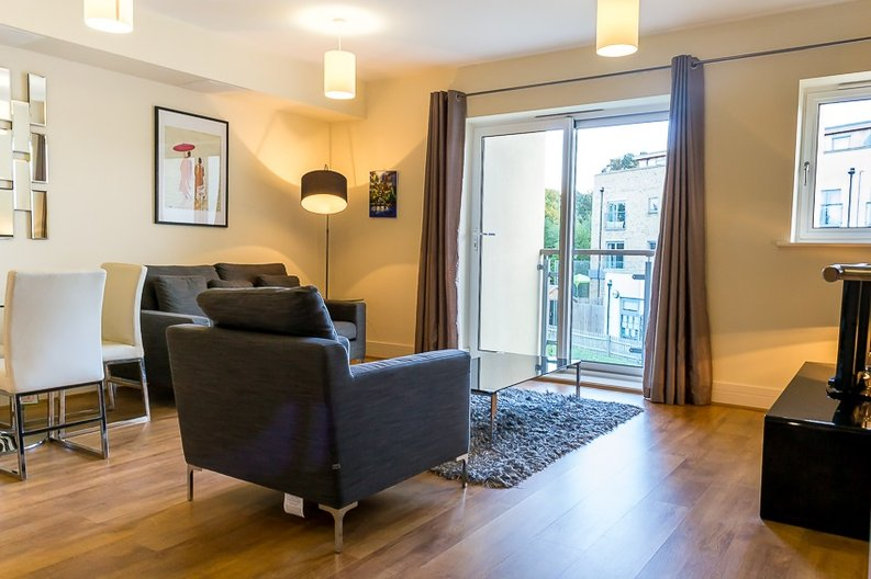 1 bedroom(s) apartment to sale in Braham Court, Blagrove Road, Greater London, Teddington-image 3