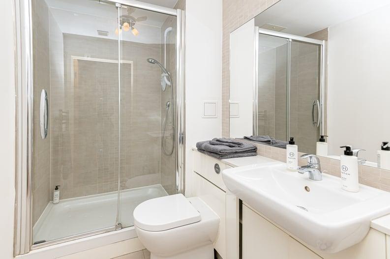 Studio apartment to sale in Heritage Avenue, London-image 3