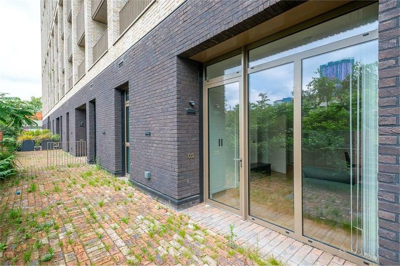 2 bedroom(s) apartment to sale in Vita Apartments, 1 Caithness Walk, Surrey, Croydon-image 6
