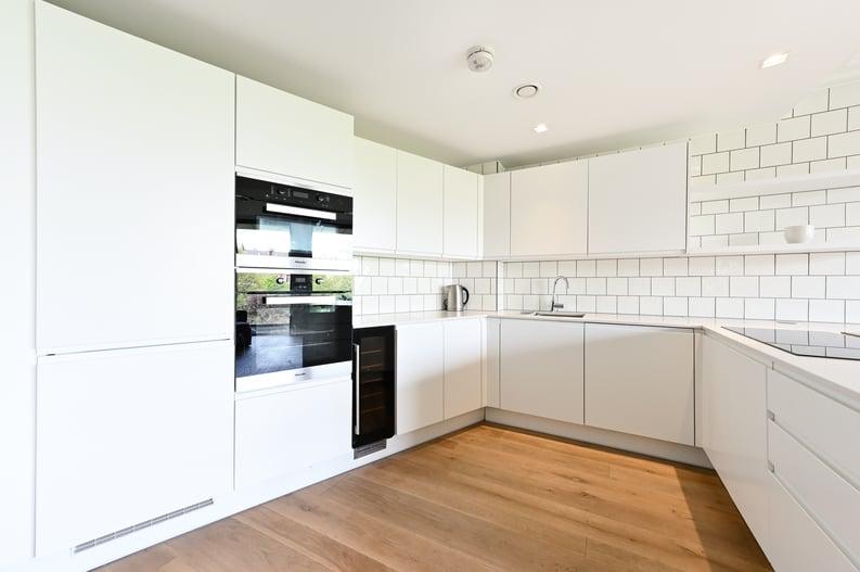 2 bedroom(s) apartment to sale in Queens Wharf, 2 Crisp Road, Hammersmith-image 3