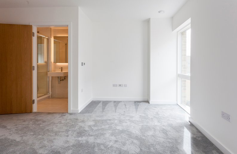 2 bedroom(s) apartment to sale in Maple House, 45 Lismore Boulevard, London-image 6