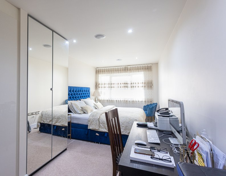 2 bedroom(s) apartment to sale in Boulevard Drive, Colindale, London-image 3