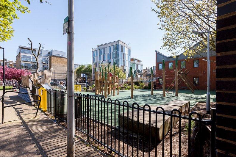 2 bedroom(s) apartment to sale in Cuthbert House, 94 Southwark Bridge Road, Brigade Court, London-image 7