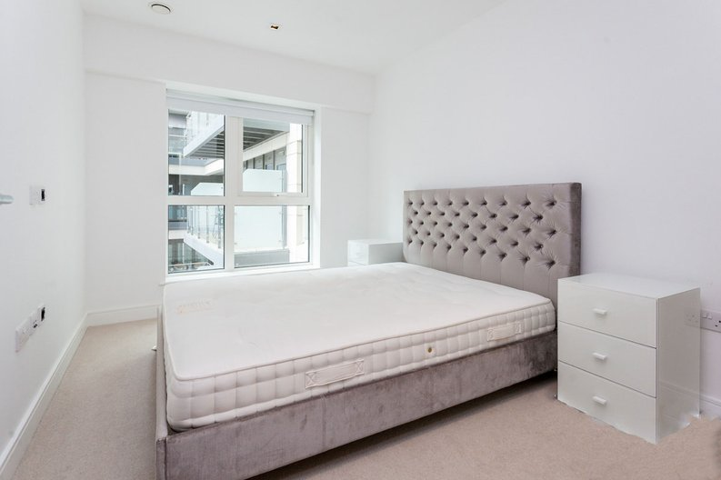 2 bedroom(s) apartment to sale in Skyline House, Dickens Yard, Longfield Avenue , London-image 3