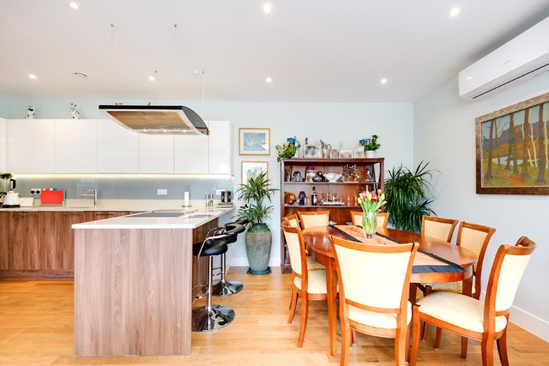 2 bedroom(s) apartment to sale in Regis Place, 10 Llanvanor Road, Childs Hill, London-image 3