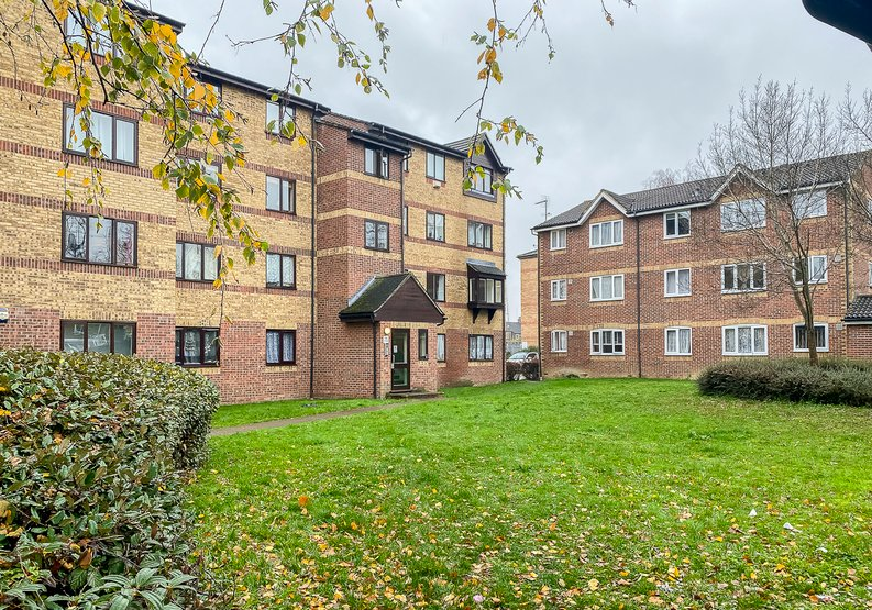 2 bedroom(s) apartment to sale in Greenslade Road, Barking-image 1