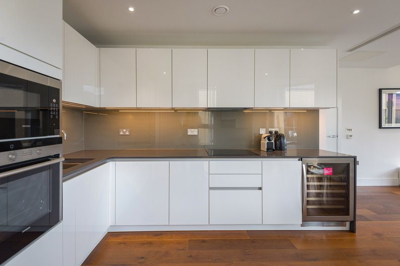 2 bedroom(s) apartment to sale in Westbourne Apartments , Central Avenue, Fulham Riverside, London-image 8