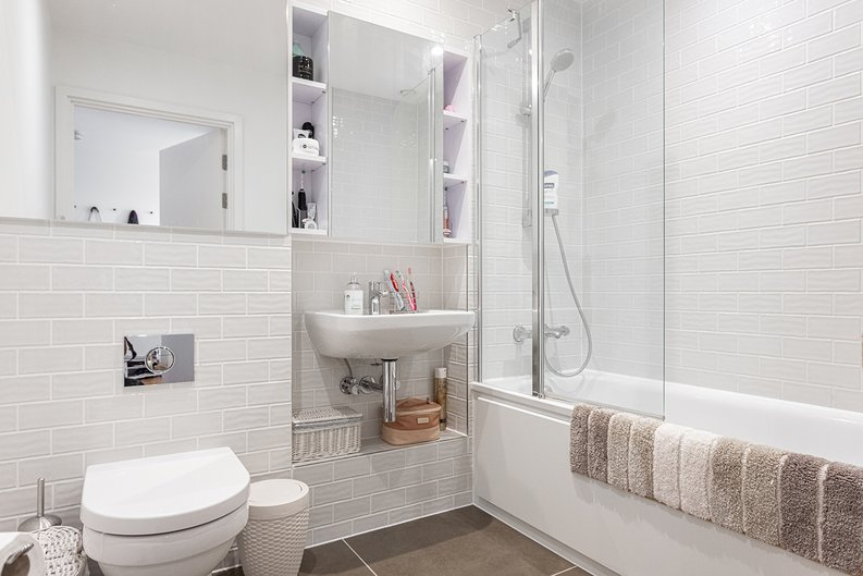 2 bedroom(s) apartment to sale in Victory Parade, Woolwich, London-image 7