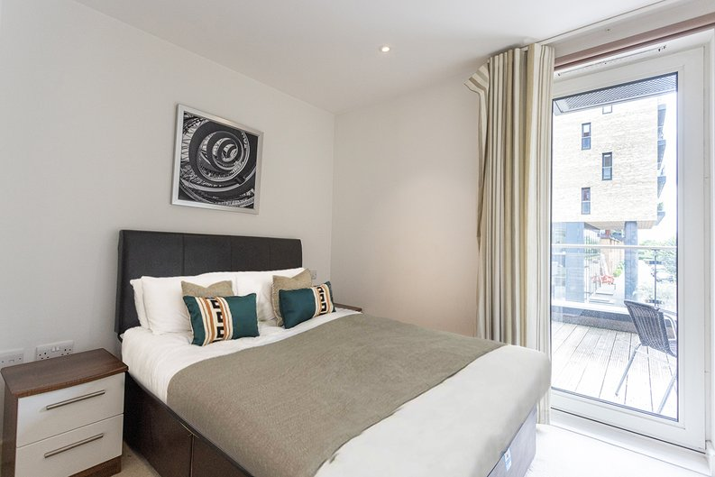 1 bedroom(s) apartment to sale in Seafarer Way, Surrey Quays, London-image 3
