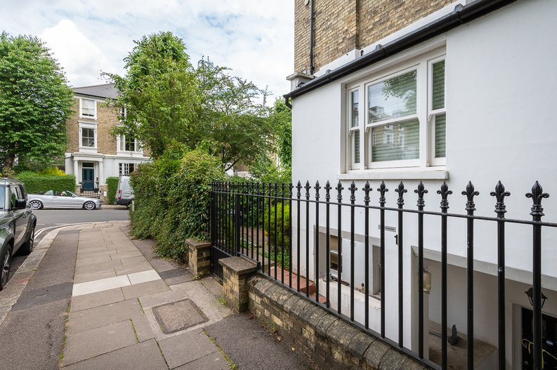 2 bedroom(s) apartment to sale in Thurlow Road, Hampstead, London-image 11
