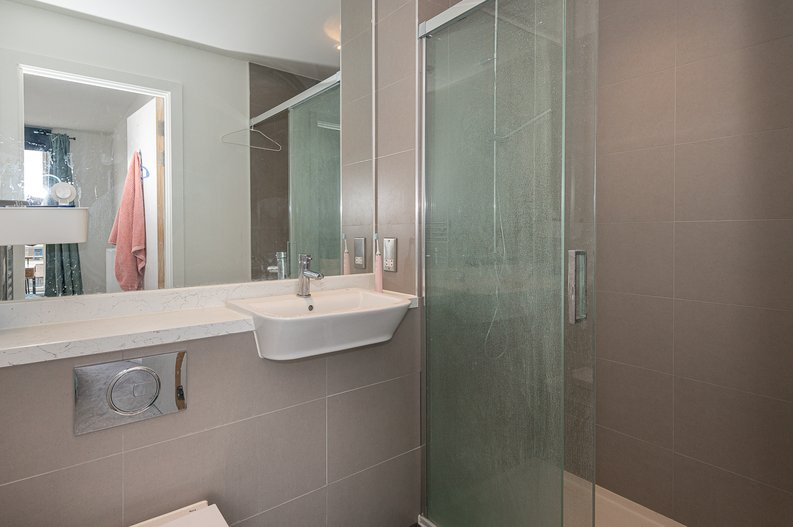 2 bedroom(s) apartment to sale in Eastern Point, Edgware Road, London-image 13