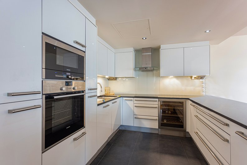 3 bedroom(s) apartment to sale in Boulevard Drive, Colindale, London-image 3