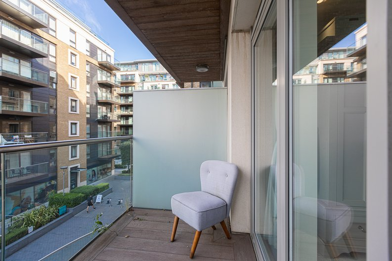 2 bedroom(s) apartment to sale in Regatta Lane, Fulham Reach, London-image 11