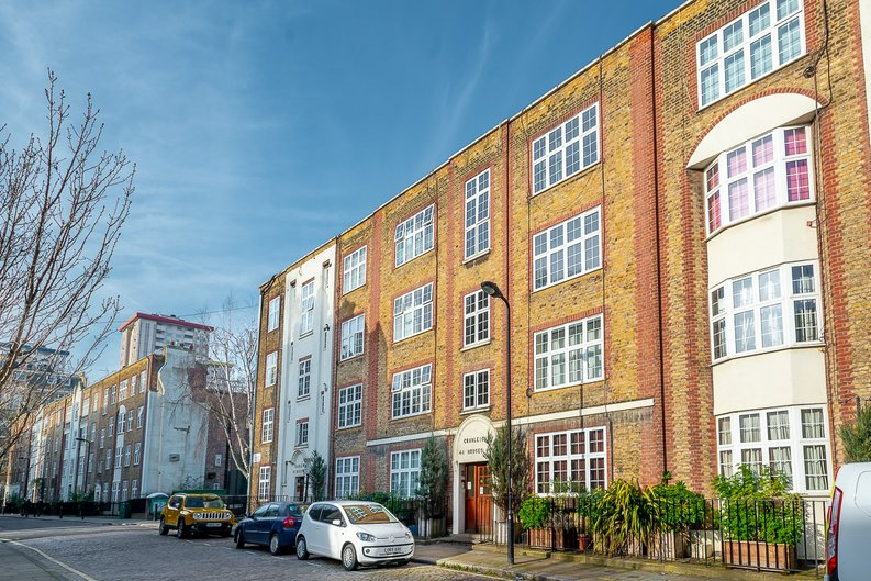2 bedroom(s) apartment to sale in Cranleigh Street, London-image 5
