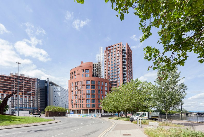 1 bedroom(s) apartment to sale in Orchard Wharf, Silvocea Way, London City Island, London-image 2