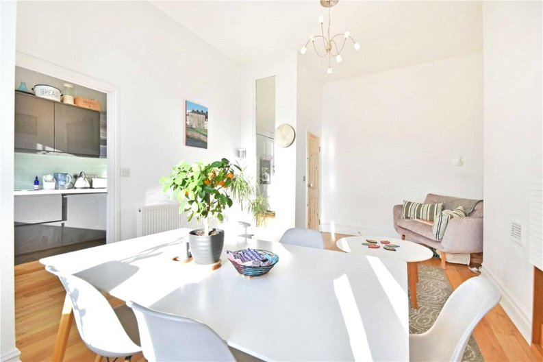 2 bedroom(s) apartment to sale in Claremont Road, Cricklewood, London-image 7