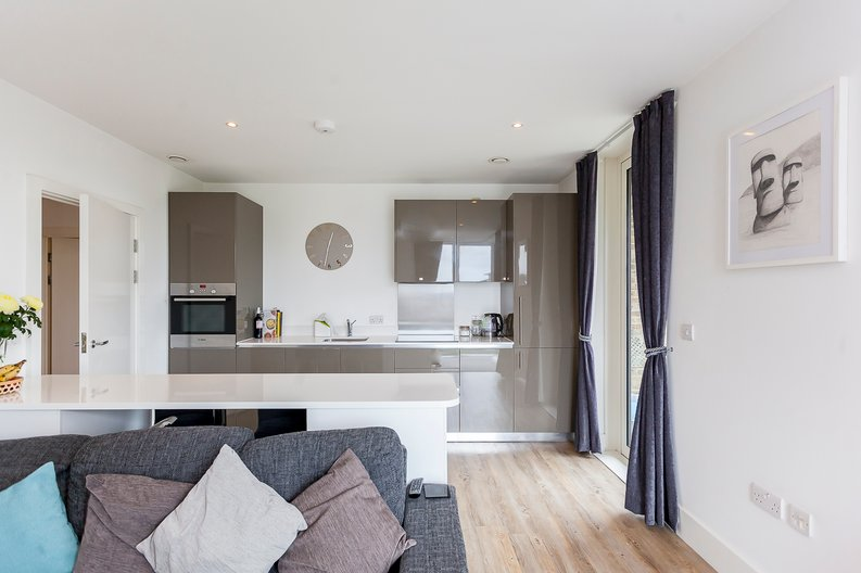 2 bedroom(s) apartment to sale in Cadet House, Victory Parade, Plumstead Road, Woolwich, London-image 4