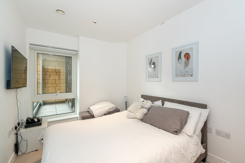 2 bedroom(s) apartment to sale in Dashwood House, Dickens Yard, Longfield Avenue, Ealing, London-image 6