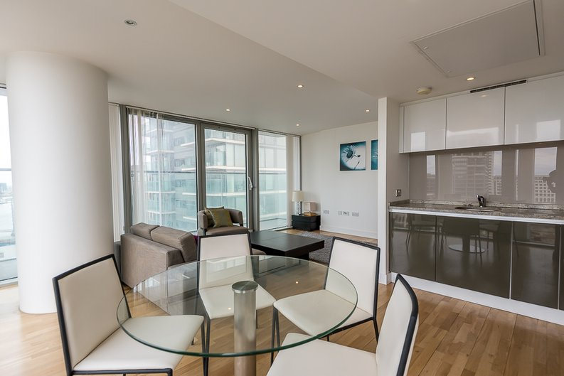2 bedroom(s) apartment to sale in Landmark West Tower, Marsh Wall, Canary Wharf-image 2