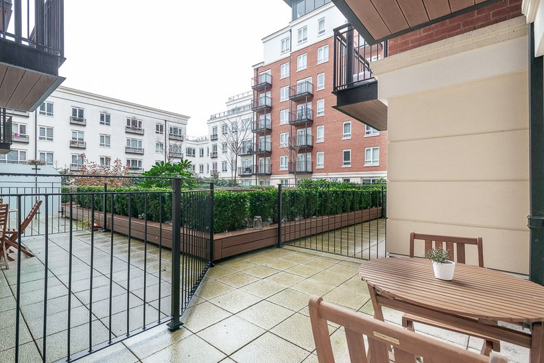 1 bedroom(s) apartment to sale in Goldhawk House, 10 Beaufort Square, London-image 8