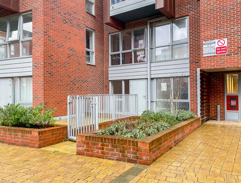 2 bedroom(s) apartment to sale in Collins Building, Wilkinson Close, Cricklewood-image 8