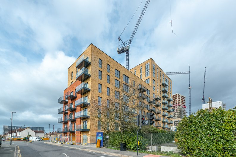 1 bedroom(s) apartment to sale in Samuelson House, Greenview Court, Southall, London-image 2