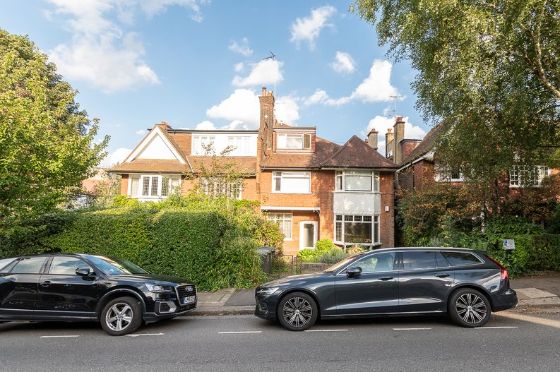 2 bedroom(s) apartment to sale in Cholmeley Park, Highgate Village, London-image 13