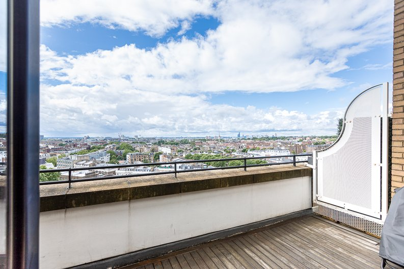 3 bedroom(s) apartment to sale in Cromwell Road, South Kensington, London-image 38