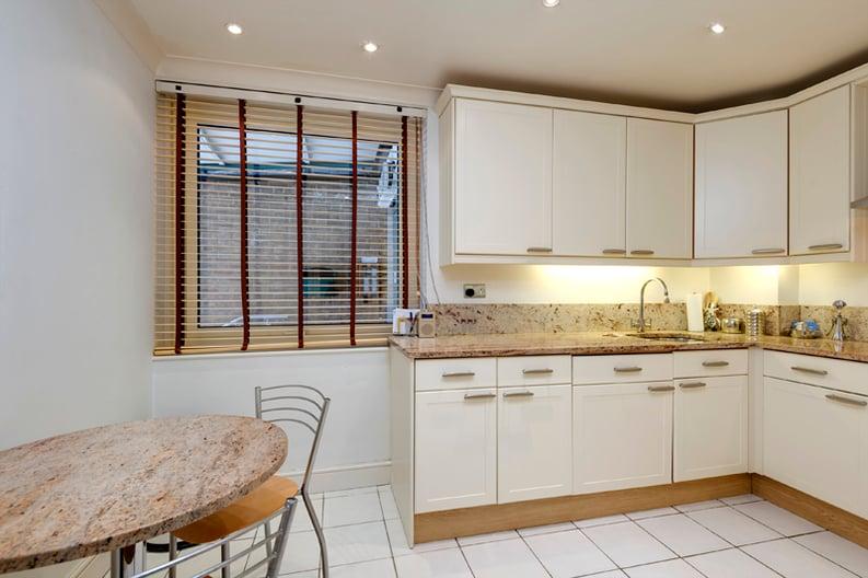 2 bedroom(s) apartment to sale in Broadlands Lodge, Broadlands Road, Highgate, London-image 3