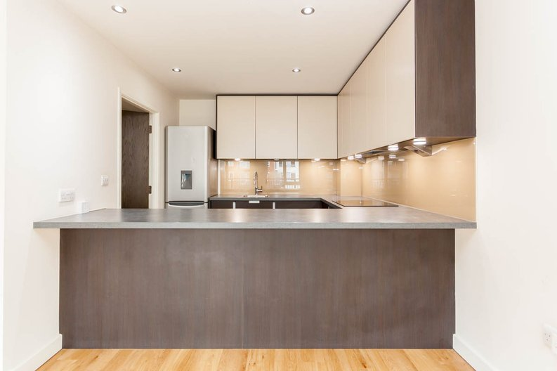 2 bedroom(s) apartment to sale in East Drive, Colindale, London-image 7