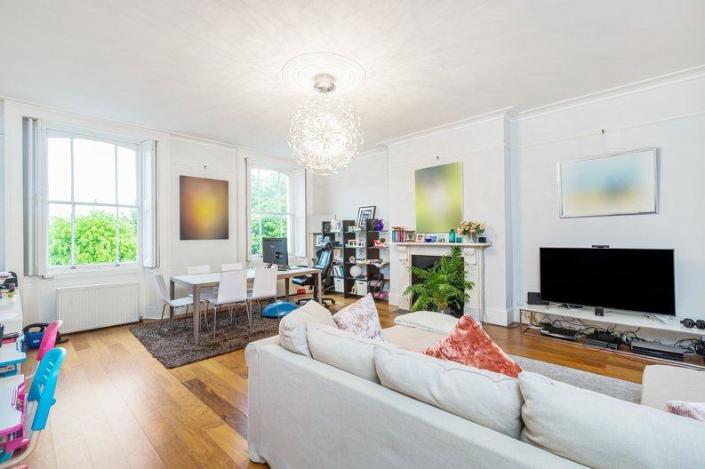 3 bedroom(s) apartment to sale in The Green, Surrey, Richmond-image 2