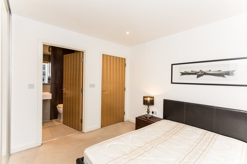 2 bedroom(s) apartment to sale in Waterside Apartments, Goodchild Road, Woodberry Down, Manor House-image 8
