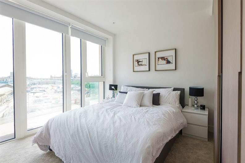 2 bedroom(s) apartment to sale in Admiralty House, Vaughan Way, London-image 4