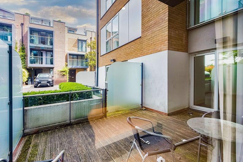 2 bedroom(s) apartment to sale in Napier House, Bromyard Avenue, Napier West, London-image 5