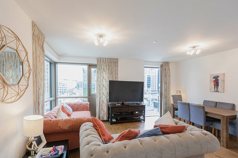 3 bedroom(s) apartment to sale in Olympic Way, Wembley, Greater London, London-image 6