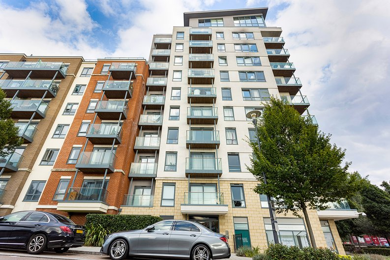 Studio apartment to sale in East Drive, Colindale, London-image 17