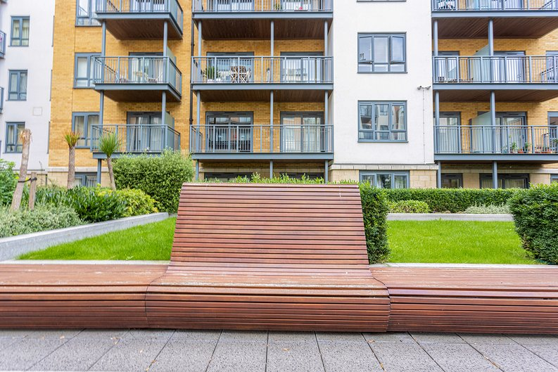 3 bedroom(s) apartment to sale in Boulevard Drive, Colindale, London-image 30