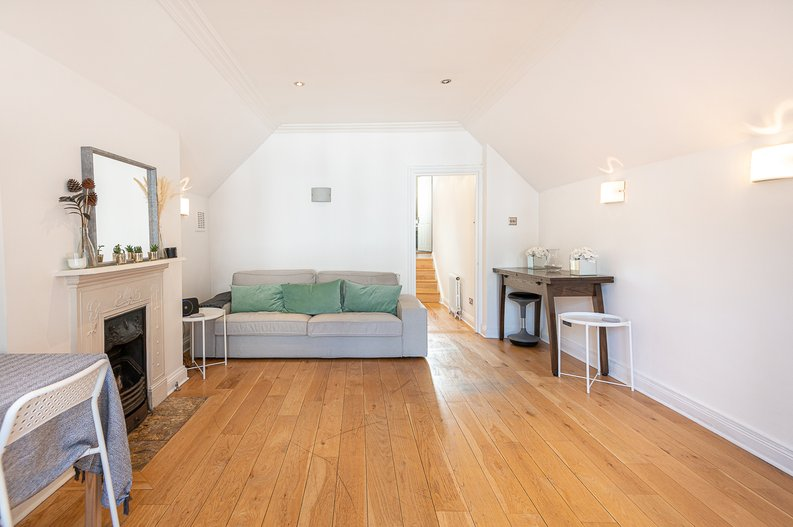 2 bedroom(s) apartment to sale in Hollycroft Avenue, Hampstead, London-image 6