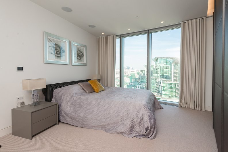 3 bedroom(s) apartment to sale in St George Wharf, Vauxhall, London-image 3