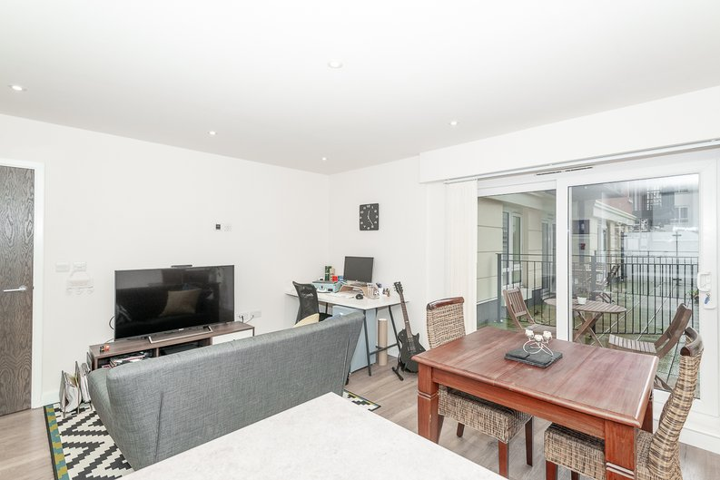 1 bedroom(s) apartment to sale in Goldhawk House, 10 Beaufort Square, London-image 5