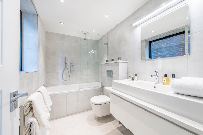 3 bedroom(s) apartment to sale in Drayton Gardens, Chelsea, London-image 4