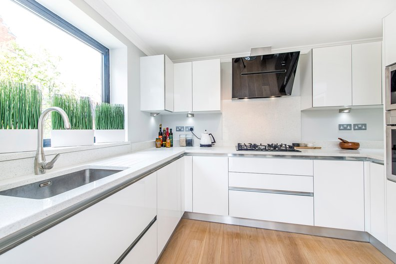 3 bedroom(s) apartment to sale in Drayton Gardens, Chelsea, London-image 2